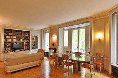 - 5 rooms - 204 m²