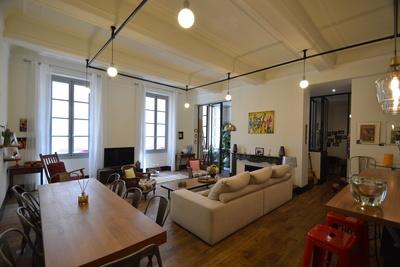 - 6 rooms - 161 m²