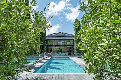 - 9 rooms - 270 m²