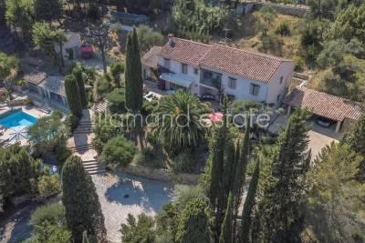 - 8 rooms - 380 m²