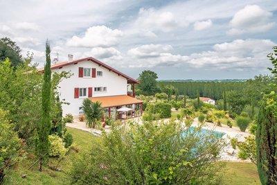 - 10 rooms - 250 m²