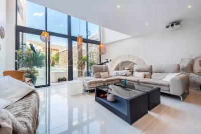 - 5 rooms - 288 m²
