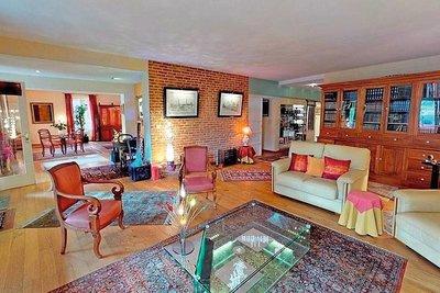 - 6 rooms - 272 m²