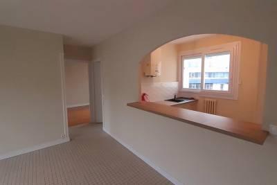 - 3 pièces - 5715 m²