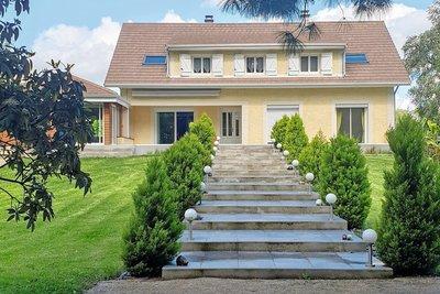 - 10 pièces - 275 m²