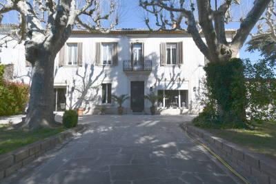 - 8 rooms - 325 m²