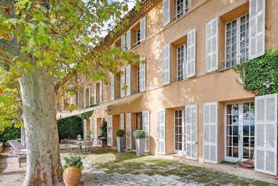 - 7 rooms - 190 m²