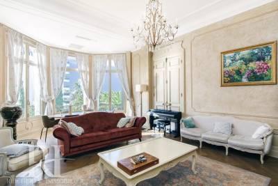 - 6 rooms - 197 m²