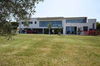 - 12 pièces - 560 m²