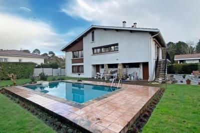 - 10 pièces - 205 m²