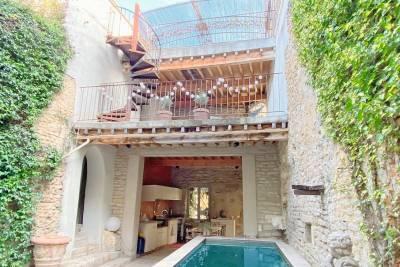 L'ISLE-SUR-LA-SORGUE - Houses for sale