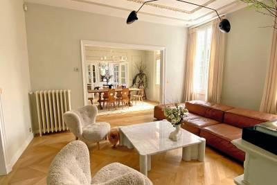 - 7 pièces - 240 m²