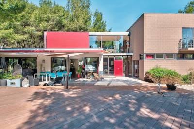 - 6 rooms - 213 m²