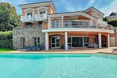- 7 rooms - 350 m²