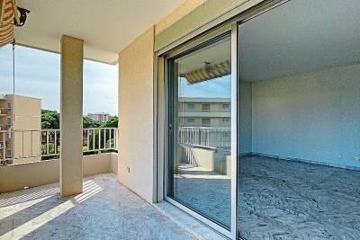 - 2 rooms - 4150 m²