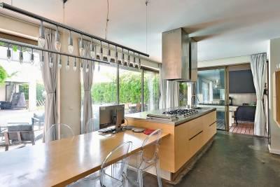- 11 pièces - 400 m²