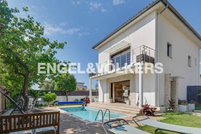 - 9 rooms - 227 m²