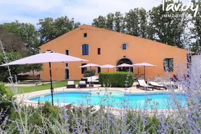 - 14 rooms - 1180 m²