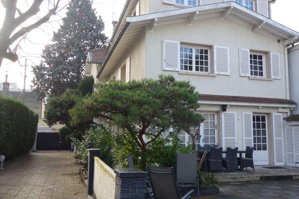 VILLEURBANNE - Annonce Maison à vendre9 pièces - 239 m²