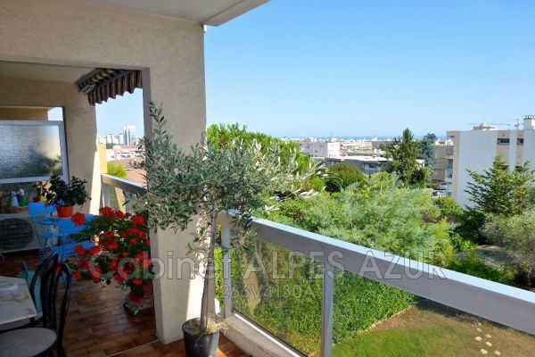 Apartment for sale in ST-LAURENT-DU-VAR  - 3 rooms - 68 m²
