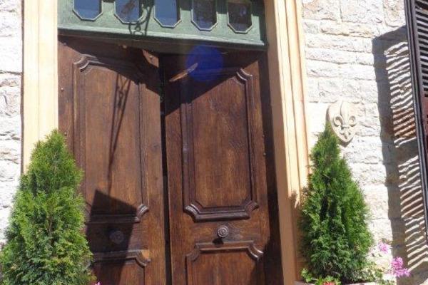 Maison à vendre à MOGNENEINS  - 9 pièces - 400 m²