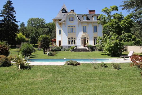 Maison à vendre à HAUTERIVES  - 10 pièces - 366 m²