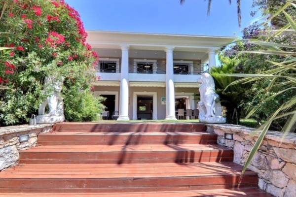 Maison à vendre à MOUANS-SARTOUX  - 6 pièces - 260 m²