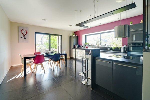 QUINCIE EN BEAUJOLAIS - Annonce Maison à vendre8 pièces - 224 m²