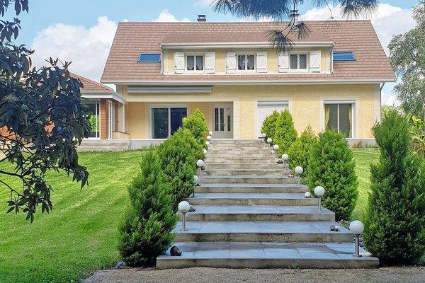 LAGNIEU - Annonce Maison à vendre10 pièces - 275 m²