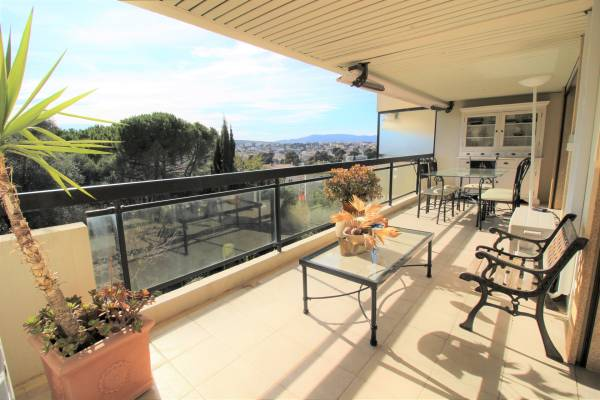 CANNES - Advertisement Apartment for sale2 rooms - 61 m²