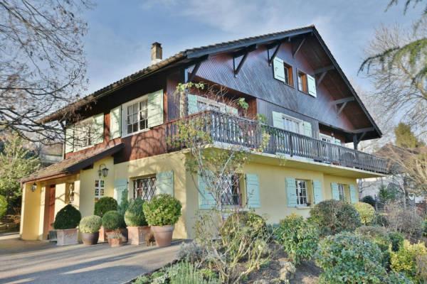 GRILLY - Annonce Maison à vendre9 pièces - 226 m²