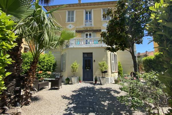 VENCE - Advertisement House for sale6 rooms - 159 m²