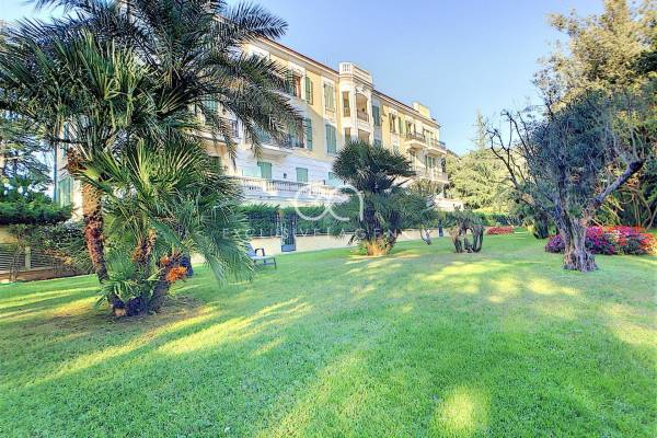 CANNES - Advertisement Apartment for sale2 rooms - 111 m²