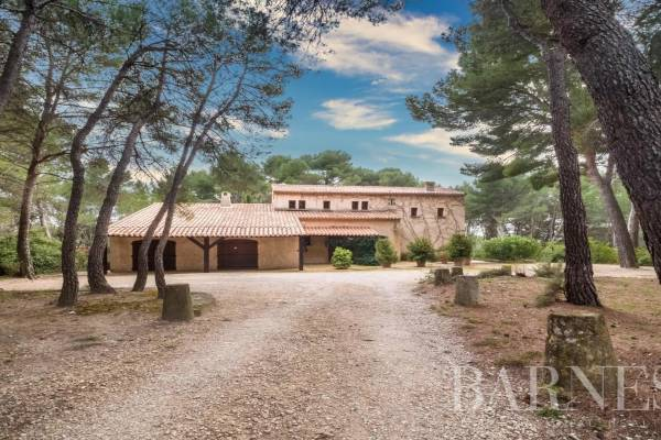 LAMBESC - Advertisement House for sale8 rooms - 230 m²