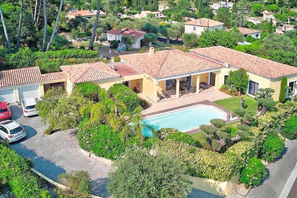 MOUGINS - Advertisement House for sale6 rooms - 215 m²
