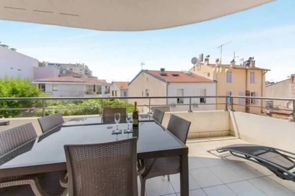 CANNES - Advertisement apartment for rental